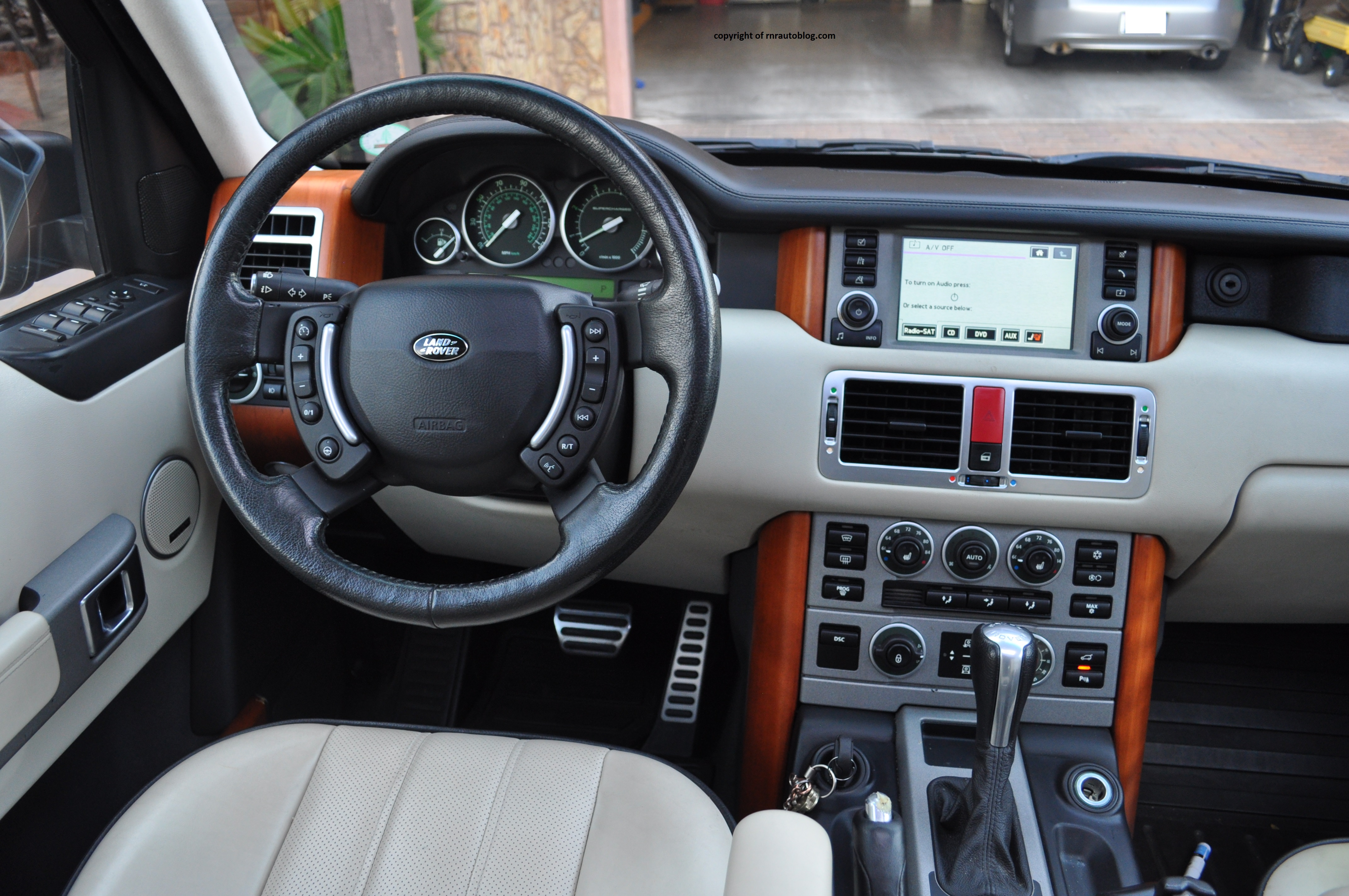 2006 land rover range rover supercharged review rnr for Interior range rover