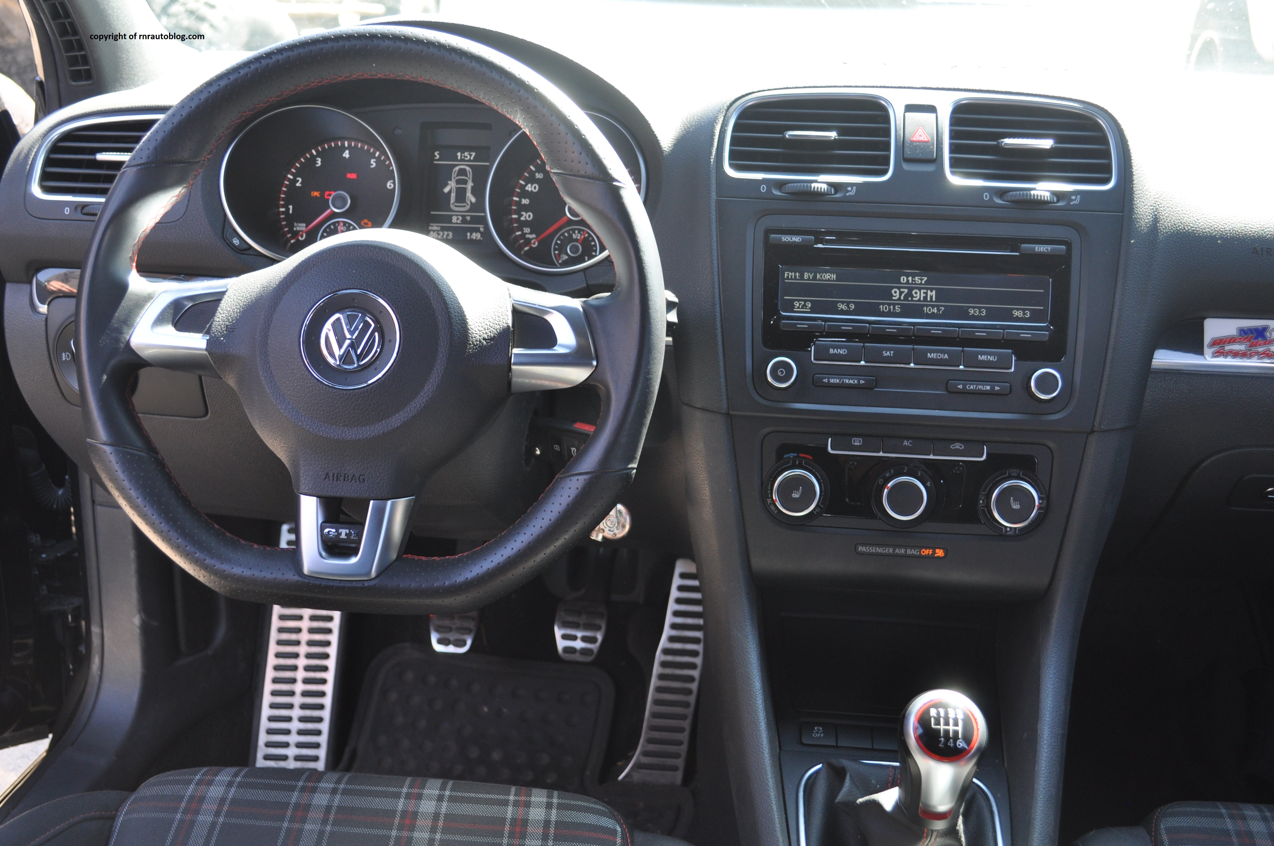 2012 volkswagen golf gti review rnr automotive blog for Interior volkswagen golf
