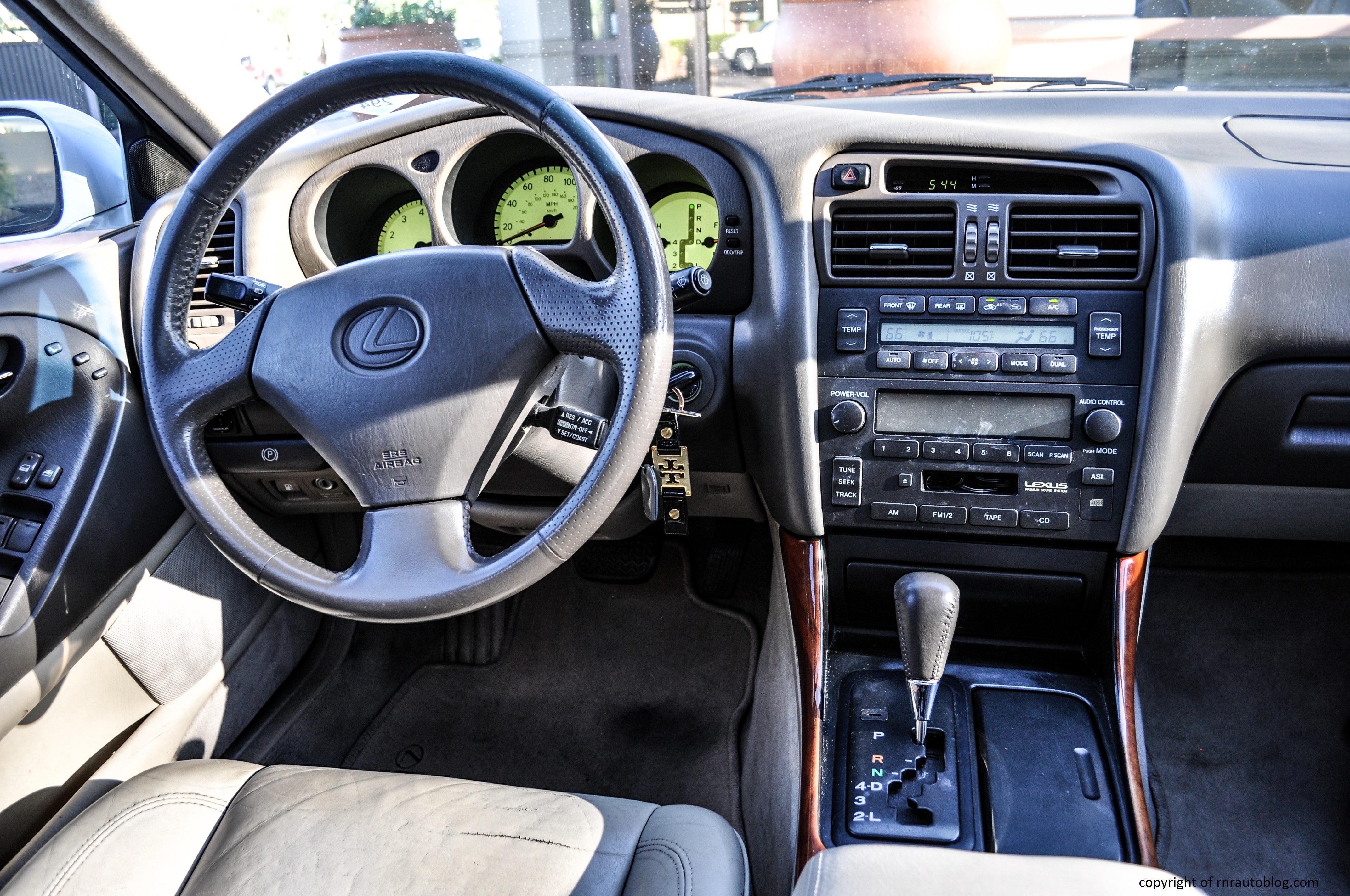 2000 Lexus GS300 Review