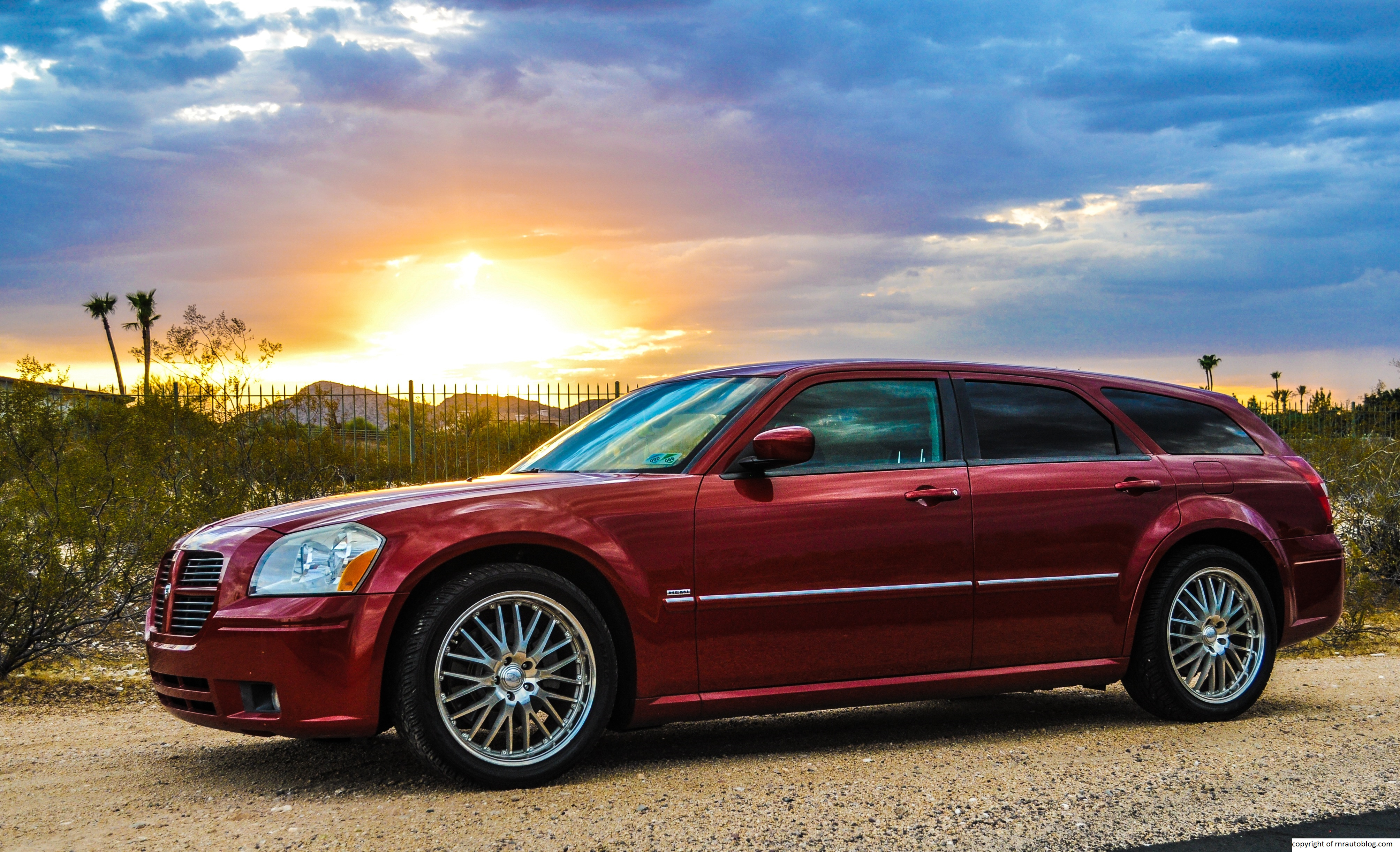 2005 Dodge Magnum R T Review Rnr Automotive Blog