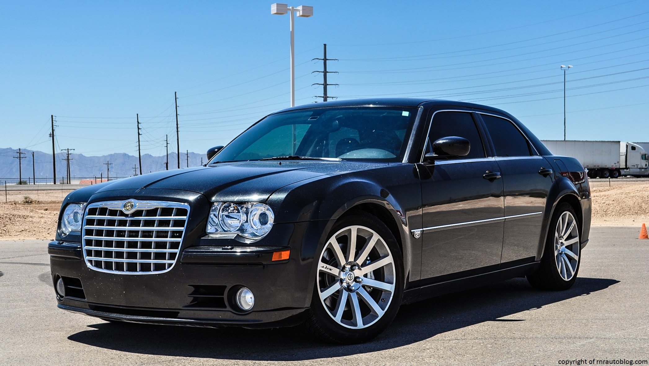 2006 chrysler 300 srt8 review