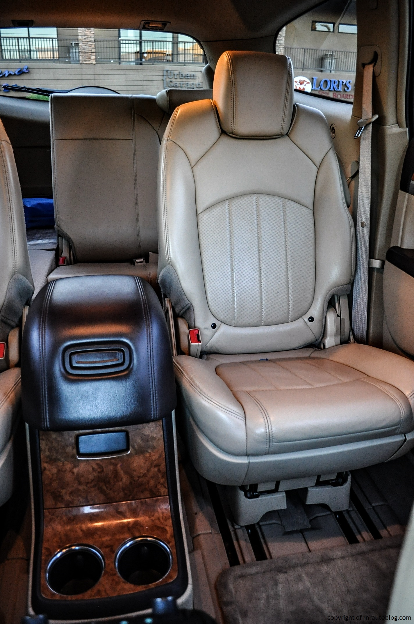 Buick Enclave Rear Center Console >> 2008 Buick Enclave CXL Review | RNR Automotive Blog